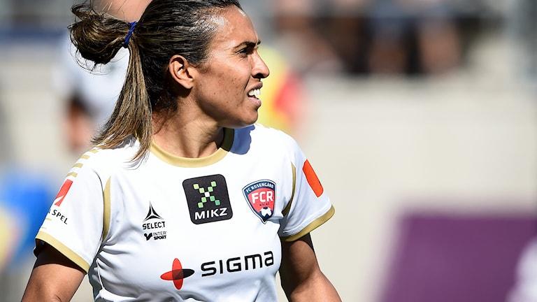 Arkivbild: Rosengårds brasilianska stjärnspelare Marta har anledning att se bekymrad ut. Foto: Mikael Fritzon / TT.