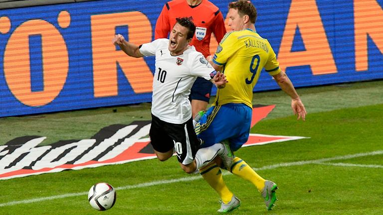 Straffsituationen som gav Österrike 1-0. Foto: Jonas Ekströmer/TT