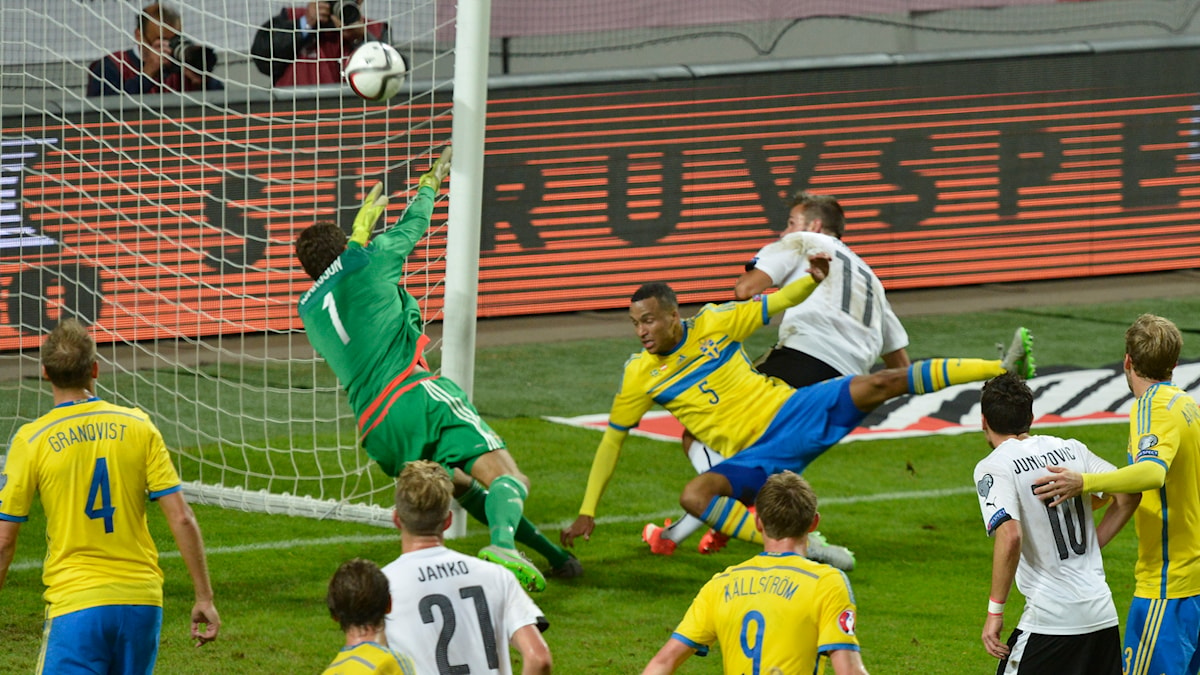 Austria's Martin Harnik scores on Sweden. The Sweden lost the match 1-4. Photo: Jonas Ekströmer / TT.