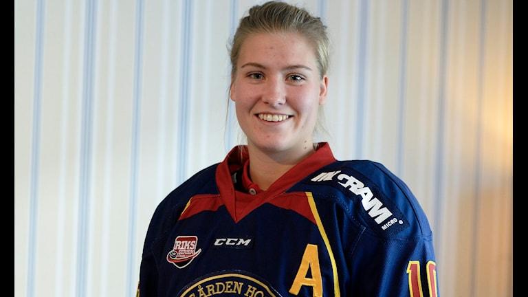 Andrea Dalen i Djurgården-tröjan. Foto: Bertil Ericson/TT
