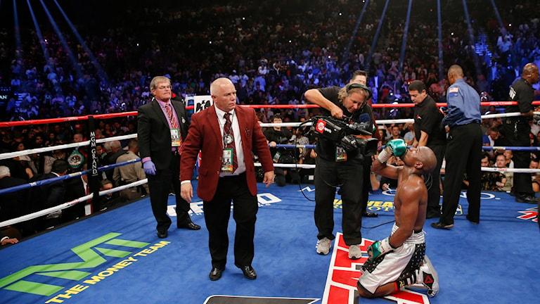 Floyd Mayweather vinner mot Andre Berto i Las Vegas Foto: Steve Marcus/AP