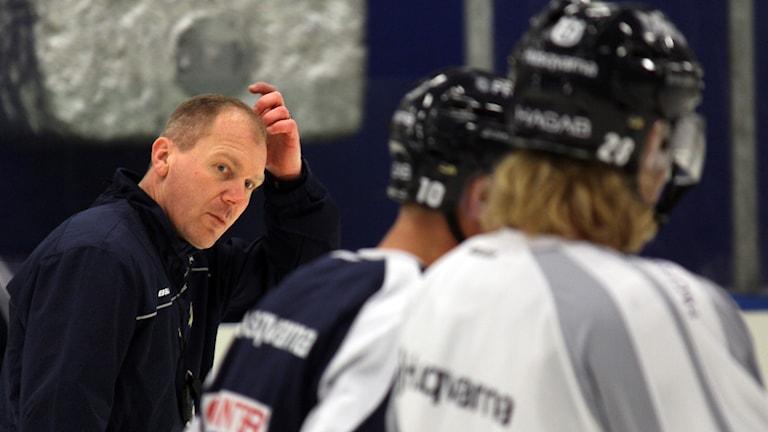 Hur ska det gå för Johan Lindboms HV71 i år? Foto: Paul Zyra/SR