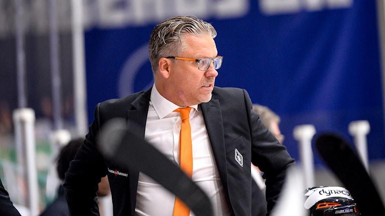 Karlskronas tränare Per Hånberg under matchen mot Färjestad. Foto: TT Nyhetsbyrån