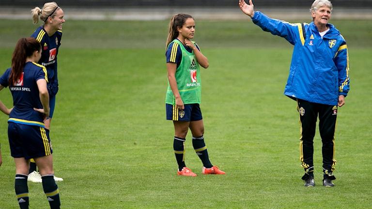 GÖTEBORG 2015-09-21 Pia Sundhage under damlandslagets träning inför EM-kvalmatchen mot Polen. Foto Björn Larsson Rosvall / TT.