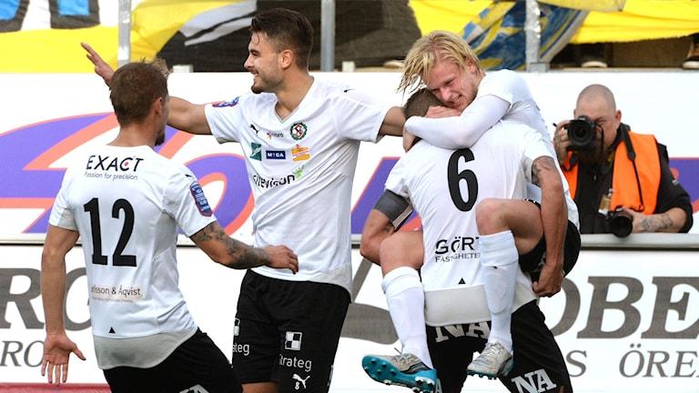 Örebro firar i matchen mot Falkenberg