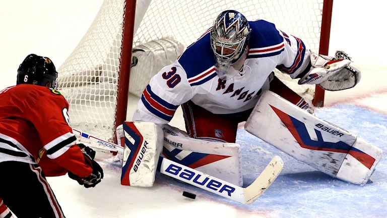 Henrik Lundqvist gjorde 32 räddningar när hans NY Rangers bortaslog Chicago med 3-2. Foto: Nam Y. Huh/AP/TT.