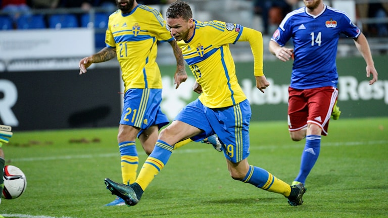 Sveriges Marcus Berg gör 0-1 målet under EM-kvalmatchen. Foto: Janerik Henriksson/TT