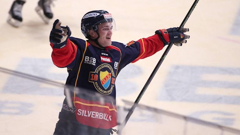 Djurgårdens Marcus Högström jublar efter 4-3 målet. Foto: Sören Andersson/TT