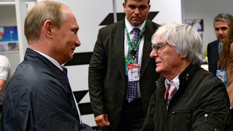 20151015 Bernie Ecclestone skakar hand med Vladimir Putin. Foto: Alexei Nikolsky, RIA-Novosti, Kremlin Pool Photo via AP