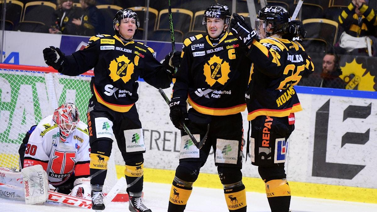 Skellefteås Axel Holmström jublar efter första SHL-målet för säsongen. Foto: TT Nyhetsbyrån