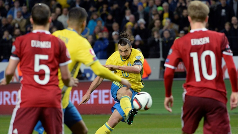 Zlatan Ibrahimovic during Tuesday night's playoff match against Denmark. Photo: Janerik Henriksson / TT.