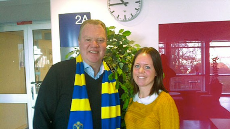 Svenska fotbollförbundets ordförande Karl-Erik Nilsson och reporter Annika Nilsson. Foto: Martin Hedberg/Sveriges Radio