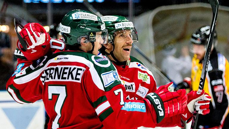 Frölundas Henrik Tömmernes jublar efter 3-3 målet. Foto: Adam Ihse/TT