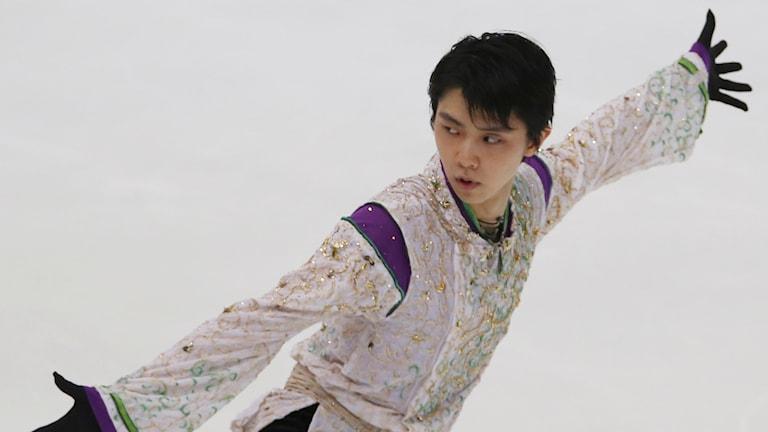 20151128 Yuzuru Hanyu satte under lördagen nytt världsrekord. Foto: AP Photo/Koji Sasahara