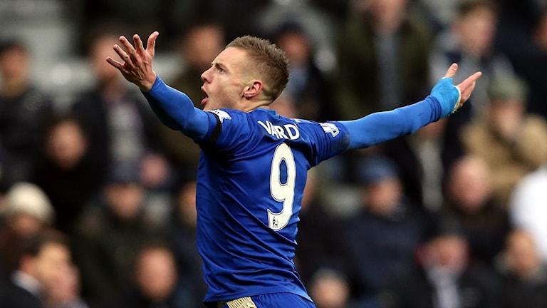 Jamie Vardy gör historiskt mål för Leicester. Foto: TT