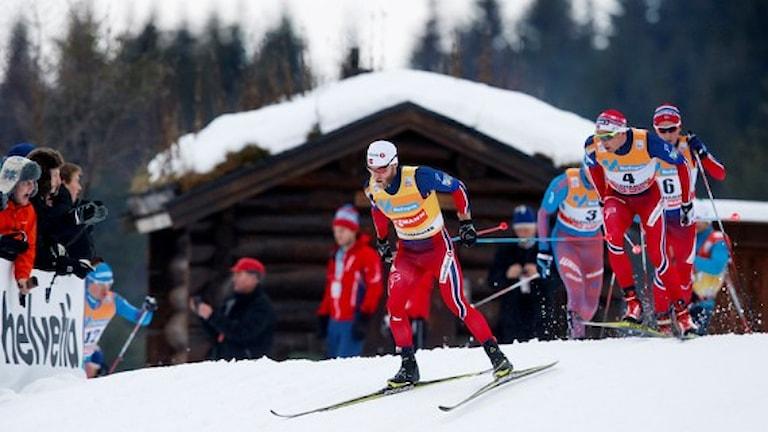 LILLEHAMMER 20151205. Norges Martin Johnsrud Sundby i täten före NIklas Dyrhaug (4) och Didrik Toenseth (6). World Cup Langrenn Lillehammer 15km herrar skiathlon. Foto: Cornelius Poppe  / TT