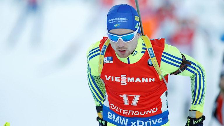 Jesper Nelin under herrarnas 12,5 km jaktstart i Östersund