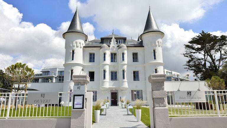 Bild på lyxhotellet från framsidan. Foto: Château des Tourelles