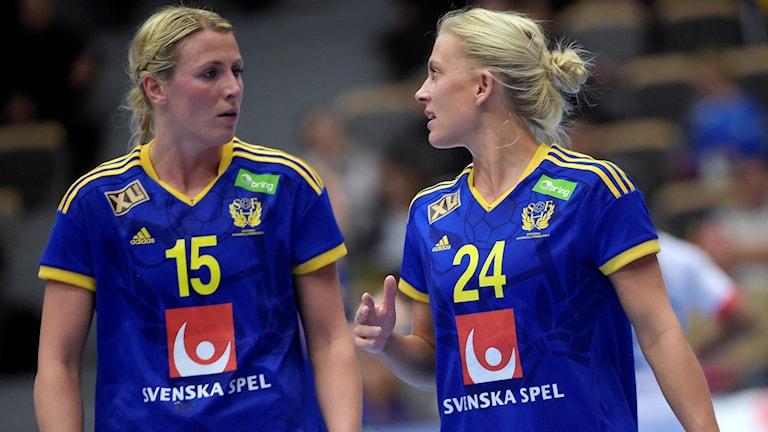 Sveriges Johanna Ahlm och Nathalie Hagman. Foto: Maja Suslin/TT