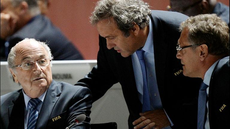 20150529 Sepp Blatter, vänster, och  Michel Platini, under Fifakongressen i Zurich. Foto: Walter Bieri/TT
