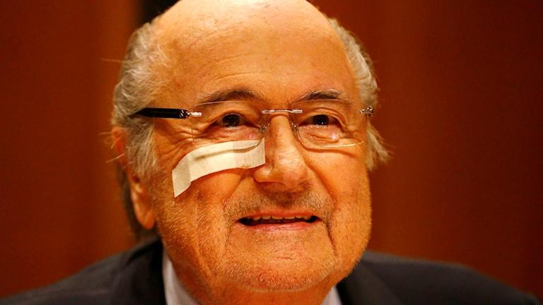 20151221 Svstängde Fifapresidenten Sepp Blatter under presskonferensen i Zurich. Foto: Matthias Schrader/TT