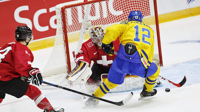 Jakob Forsbacka Karlsson gör mål för Sverige