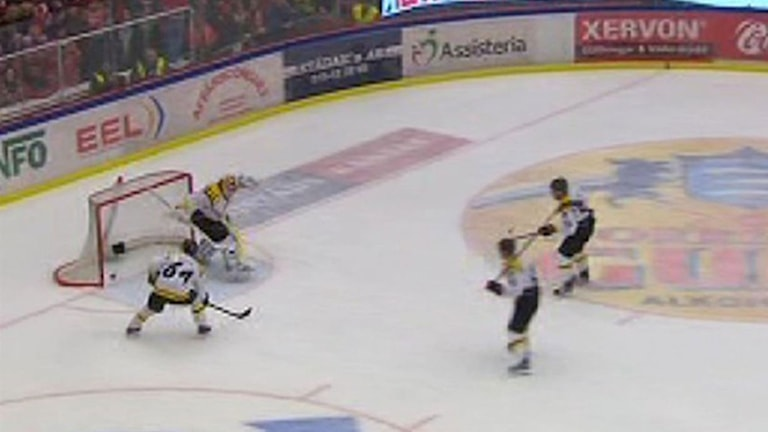 Stillbild från Örebros 3-2-mål. Foto: C More