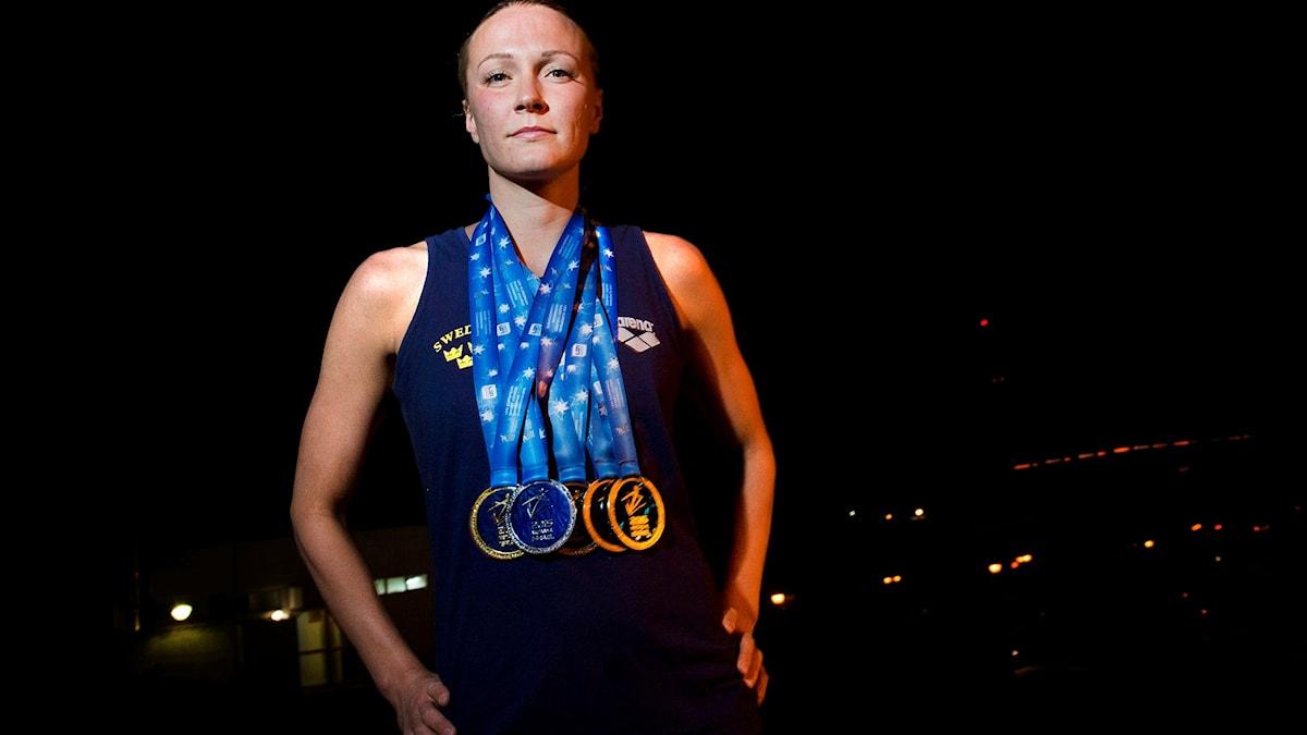NETANYA 20151206 Sveriges Sarah Sjöström med sina medaljer från kortbane-EM i Netanya. Foto: Marcus Ericsson / TT