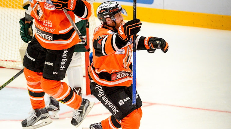 Karlskronas Mattias Guter jublar. Foto: TT