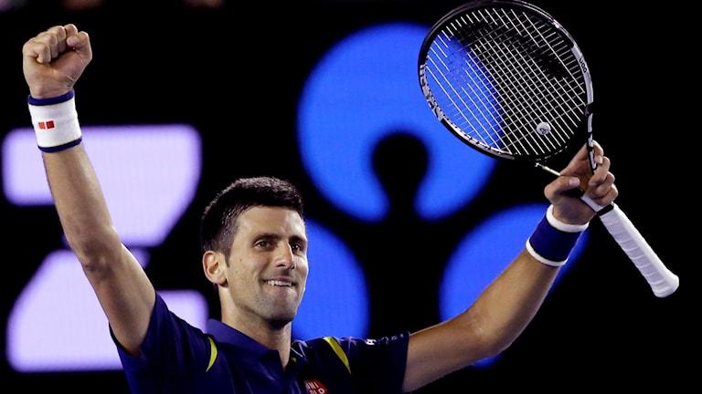 Novak Djokovic jublar efter segern. Foto: TT
