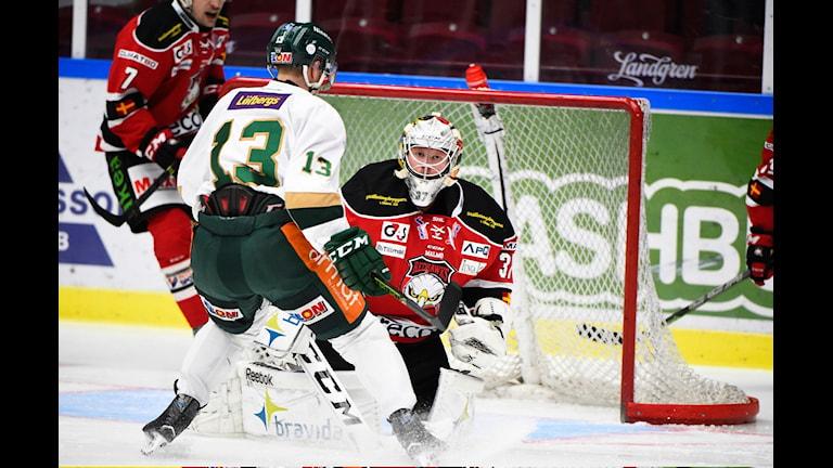 Malmös målvakt Jonas Gunnarsson under torsdagens SHL-match mellan Malmö Redhawks och Färjestad BK i Malmö Arena, Malmö. Foto: Emil Langvad/TT