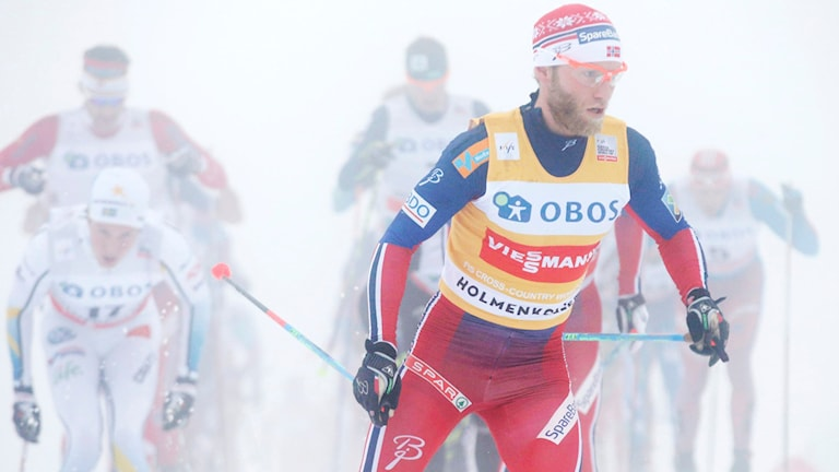 Martin Johnsrud Sundby i ett dimmigt Holmenkollen. Foto: Terje Bendiksby/NTB scanpix/TT