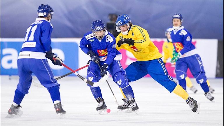 2016-02-06 Sveriges Joakim Andersson under semifinalen mellan Sverige och Finland vid bandy-VM i ryska Uljanovsk pÃ¥ lördagen.  Foto: Rikard Bäckman/Bandypuls.se/TT