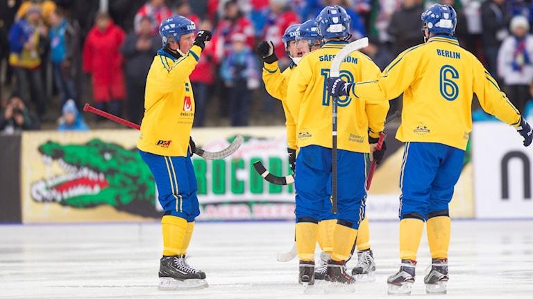 Sveriges Daniel Mossberg, Erik Säfström och Daniel Berlin. Foto: Rikard Bäckman/Bandypuls.se/TT