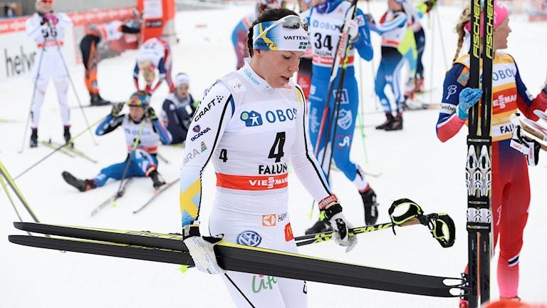 Charlotte Kalla besviken efter sjundeplatsen i Falun. Foto: Maja Suslin/TT