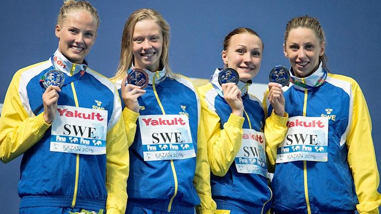 Fr v Michelle Coleman, Louise Hansson, Sarah Sjöström och Jennie Johansson tog silver i lagkapp 4x100m medley under långbane-VM i simning i Kazan, Ryssland . Foto: Maja Suslin / TT.
