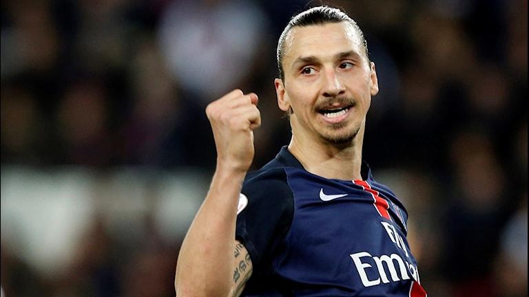 20160220 Zlatan firar efter att ha gjort mål för PSG mot Reims i Ligue 1. Foto: Francois Mori/AP photo