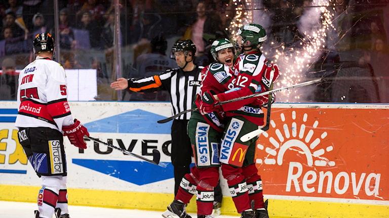 20160220 Frölundas Andreas Johnson jublar efter att Kristian Veselainen gjort 2-0 till Frölunda mot Örebro. Foto: Thomas Johansson/TT