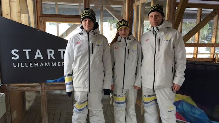 Svante, Tove och Hasse Kohala vid olympiska rodelbana Lillehammer