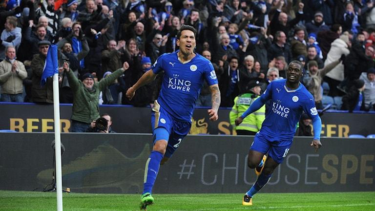 Leicesters Leonardo Ulloa jublar efter det sena målet