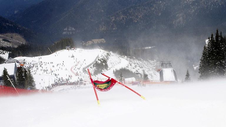Kraftiga vindar i slalombacken i Jasna