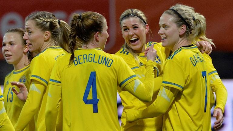 Sverige jublar efter mål mot Schweiz i OS-kvalet.