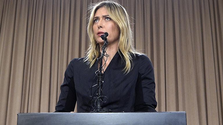 Maria Sjarapova under måndagens presskonferens i Los Angeles.