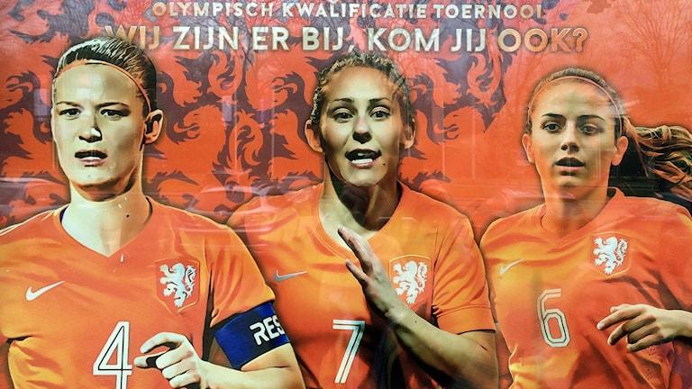 Manon Melis, i mitten, är Nederländernas affischnamn.