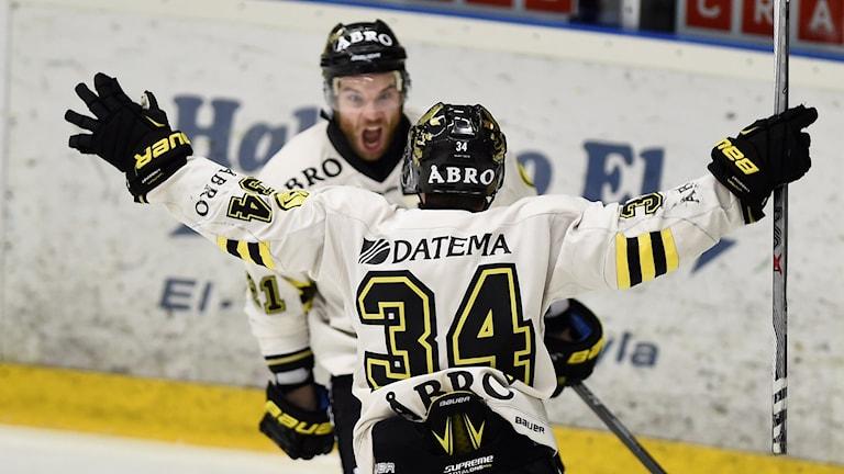 AIK:s Christian Sandberg jublar.
