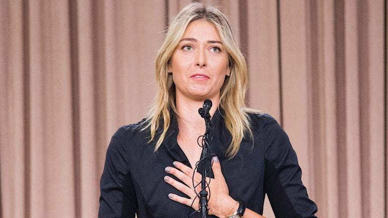 Maria Sjarapova under presskonferensen i Los Angeles