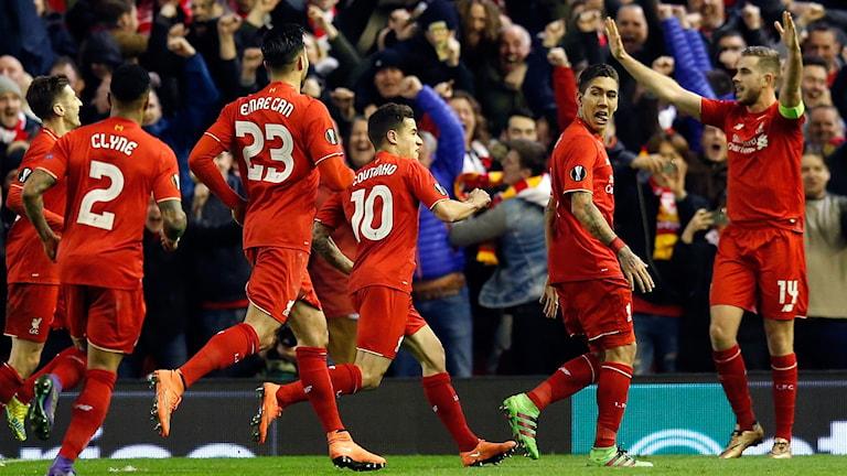 Liverpool firar på Anfield.