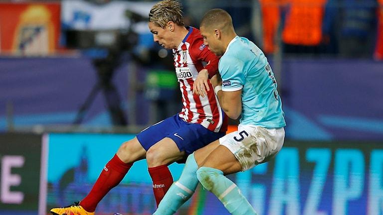 Fernando Torres i duell med Jeffrey Bruma