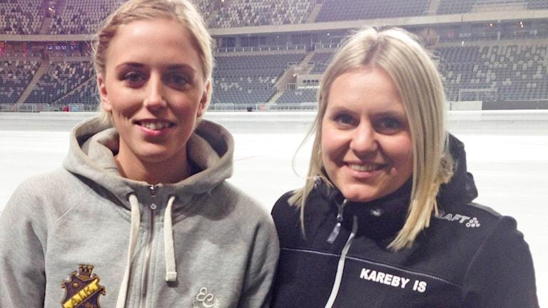 AIKS:s Hanna Brusberg och Karebys Hanna Dahlström.