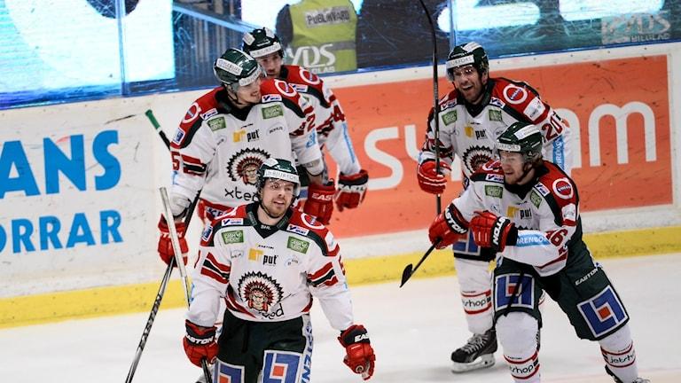 2016-03-22 Frölundas Anton Axelsson har just gjort 1-3 under kvartsfinal 4 av 7 mellan Djurgården Hockey och Fröunda HC i SM-slutspelet i ishockey påHovet i Stockholm. Foto: Maja Suslin / TT /